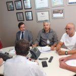 Representantes dos trabalhadores debatem demandas dos funcionários com o Mercantil